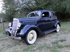 Ford 1935 Four Door Deluxe Sedan